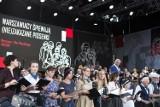 Warszawiacy śpiewają (nie)ZAKAZANE PIOSENKI. Tłumy na pl. Piłsudskiego  [ZDJĘCIA, WIDEO]