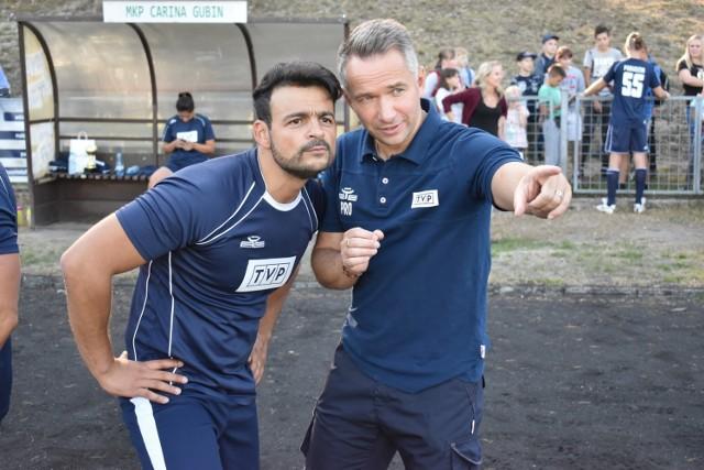 Mecz piłkarski reprezentacji TVP z drużyną Gubina, który odbył się na miejscowym stadionie.