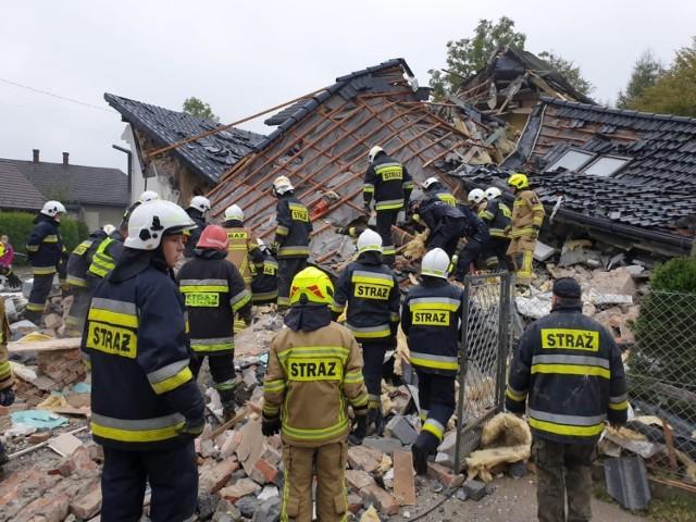 Tragiczny wybuch gazu w Kobiernicach. Trwa akcja ratunkowa na miejscu wybuchu w domu jednorodzinnym.  Zobacz kolejne zdjęcia. Przesuwaj zdjęcia w prawo - naciśnij strzałkę lub przycisk NASTĘPNE