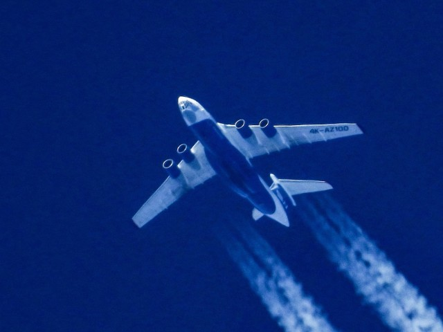 Co lata nad naszymi głowami? Często tych maszyn nie widzimy, ale je słyszymy. Na niebie tworzą prawdziwe autostrady lotnicze!