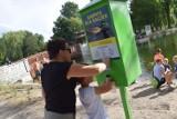 Kaczkomat w parku w Zduńskiej Woli. Jak mieszkańcy z niego korzystają? ZDJĘCIA