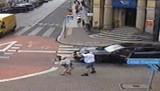 Leszno.Tak kierowca porsche zaatakował pieszą na Alejach Krasińskiego [FILM Z MONITORINGU MIEJSKIEGO]