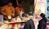 Rok temu przed Galerią Kasztanową w Pile zaparkowały food trucki. Zobaczcie zdjęcia