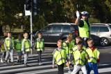 Policjanci sprawdzają czy drogi do szkół są bezpieczne  [ZDJĘCIA]