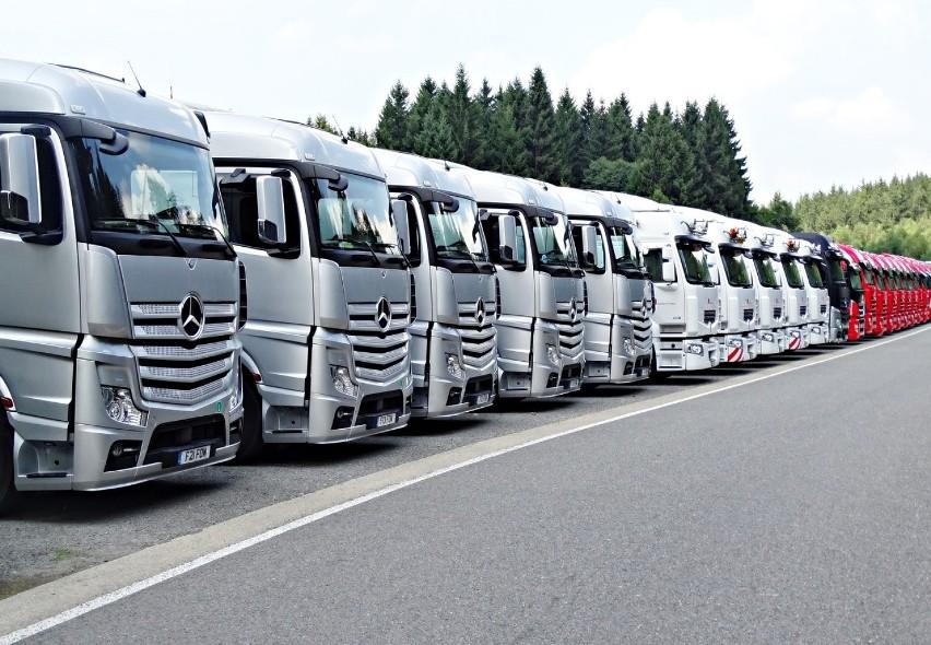 Transport i gospodarka magazynowa - przeciętne wynagrodzenie...