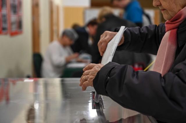 Chcesz wiedzieć, na kogo głosują mieszkańcy Wyśmierzyc?