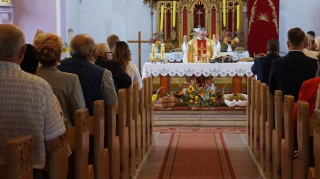 Ile osób może aktualnie uczestniczyć we mszy świętej w kościołach w powiecie? Zobacz w galerii
