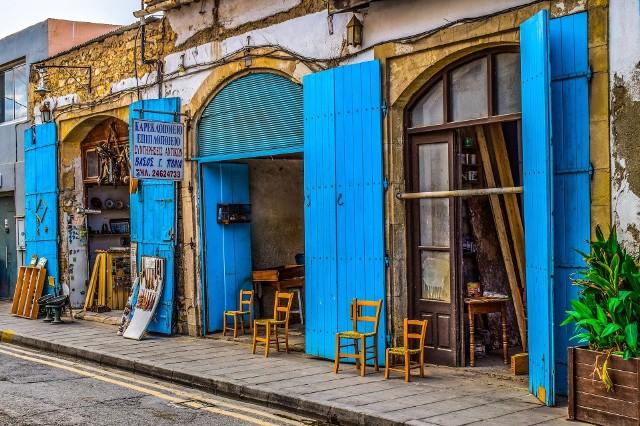 Pogoda w Larnace. Porównaj poszczególne miesiące