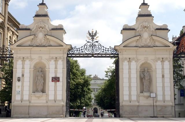 Zobaczcie też:Niezwykłe zabytkowe osiedle w środku Warszawy. To dzięki niemu powstał PKiN [ZDJĘCIA, WIDEO]