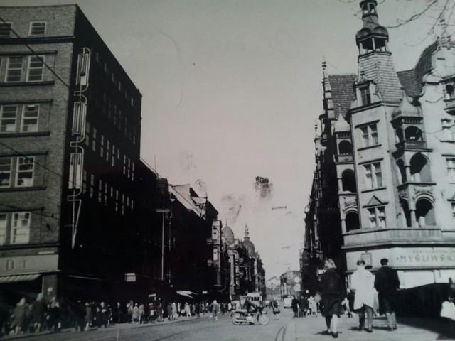 Gliwice: restauracja Myśliwska na Zwycięstwa - czy ktoś jeszcze ją pamięta? Znajdowała się vis a vis domu towarowego Ikar (kiedyś PDT), na rogu Zwycięstwa i Kłodnickiej. Zdjęcie z lat 70.