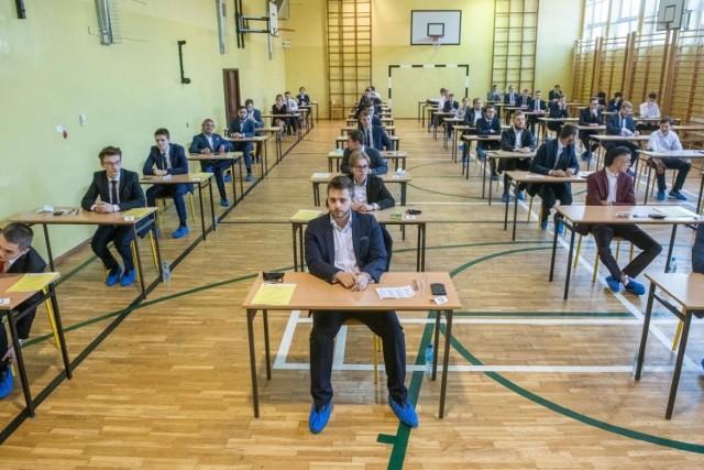 Wyniki matury 2020 Opole i Opolskie. Sprawdź wyniki w powiatach na kolejnych slajdach. >>