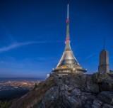 Niesamowita rakieta na szczycie. Czeski Jested zachwyca turystów. To budowla stulecia