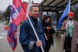 Tarnów. Pikieta przed Komendą Miejską Policji w Tarnowie. W środku trwało przesłuchanie aktywisty strajków kobiet [ZDJĘCIA]