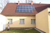 Panele fotowoltaiczne na dachach rosną jak kiedyś anteny satelitarne: 26.09.2020. To moda czy sposób na darmowy prąd i ogrzewanie