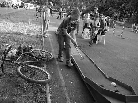Minigolf cieszył się wielkim powodzeniem wśród uczestników zabawy.
