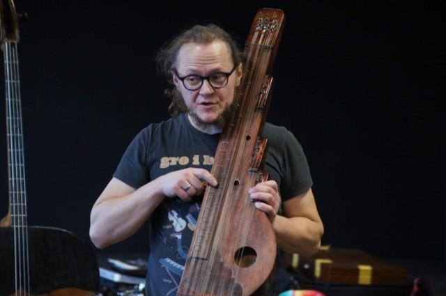 Instrumenty świata Tomasza Drozdka w MDK w Radomsku. Warsztaty rozpoczęte