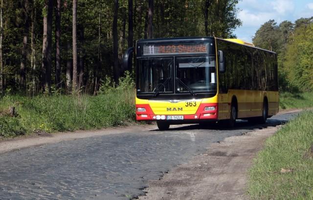 Mimo że ulica Południowa w Grudziądzu jest w fatalnym stanie od niedawna jeżdżą nią autobusy linii nr 11 MZK Grudziądz