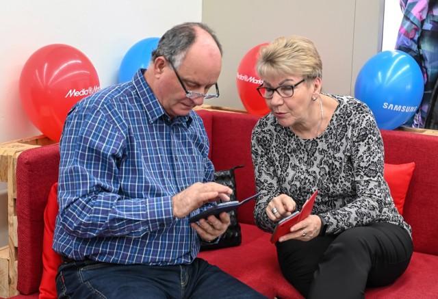Na ataki telefonicznych oszustów szczególnie narażeni są seniorzy.
