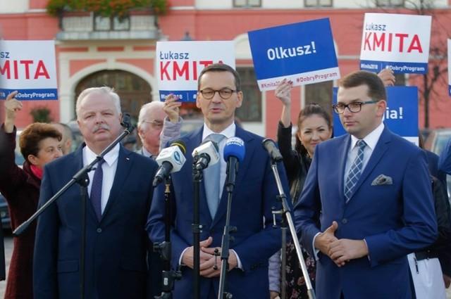 Łukasz Kmita (z prawej) może liczyć na wsparcie premiera Morawieckiego