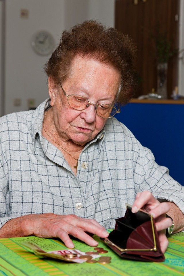 Waloryzacja emerytur 2019. Od 1 marca 2019 obowiązują nowe kwoty dodatków i świadczeń wypłacanych wraz z emeryturą lub rentą albo samoistnie. By je otrzymać, trzeba spełnić ściśle określone warunki. Jakie?  Sprawdź na kolejnych slajdach >>>