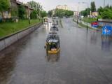 Usuwanie szkód po burzy w Łodzi z 11 maja. Zalany tramwaj pójdzie na złom