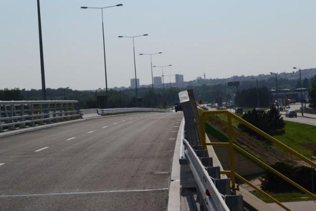Jest zgoda na użytkowanie wiaduktu nad ul. Hallera. Dziś przejadą nim pierwsi kierowcy