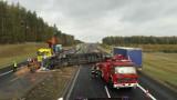 Śmiertelny wypadek na autostradzie A1 [26.10.2018] Ciężarówka przebiła bariery energochłonne. Poważne utrudnienia w ruchu