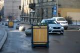 Kraków. Ustawili donice na drodze pod Wawelem. Kierowcy narzekają [ZDJĘCIA]