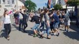 Polonez w Helu. Na ul. Wiejskiej zatańczą absolwenci gimnazjum ZSO Hel | ZDJĘCIA, WIDEO