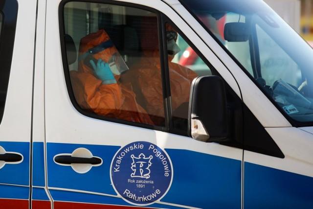 Obecnie w polskich szpitalach hospitalizowane są 362 osoby. 59 z nich wymaga leczenia pod respiratorem.