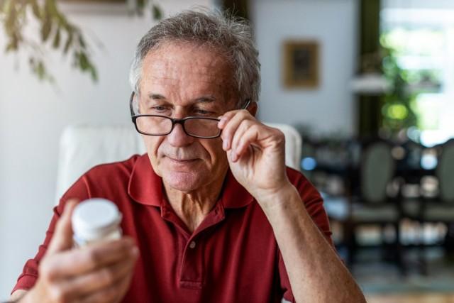 Antybiotyki mogą skutecznie zwalczać komórki bakteryjne, ale ich nadużywanie przyczynia się do antybiotykooporności. Sprawdź, co musisz wiedzieć o antybiotykoterapii!