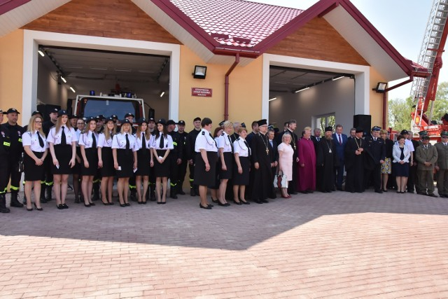 Na otwarcie strażnicy OSP Parcewo przybyło sporo osób . Wśród gości byli nie tylko mieszkańcy wsi