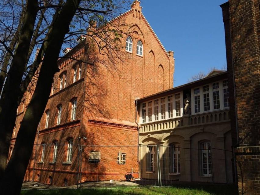 Rafał znów piękny! Pawilon kompleksu szpitalnego Juliusz w Rybniku odzyskuje blask