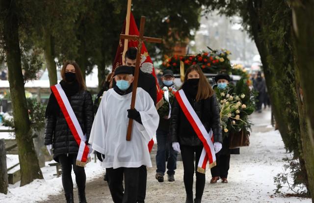 Pogrzeb Jerzego Pokutyckiego. Wieloletniego dyrektora ZSP nr 1 w Piotrkowie (TPS) żegnały tłumy