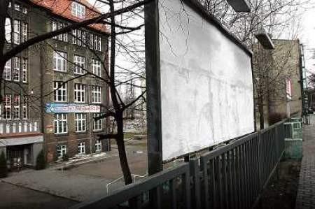 Dzięki wynajmowaniu billboardu szkoła w Chorzowie ma 700 zł.