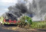 Dachowanie kombajnu, pożary i inne wypadki podczas prac w polu. Policja apeluje o ostrożność