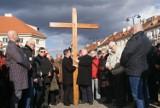 Droga krzyżowa w Kaliszu. Tłum wiernych przeszedł ulicami miasta. ZDJĘCIA