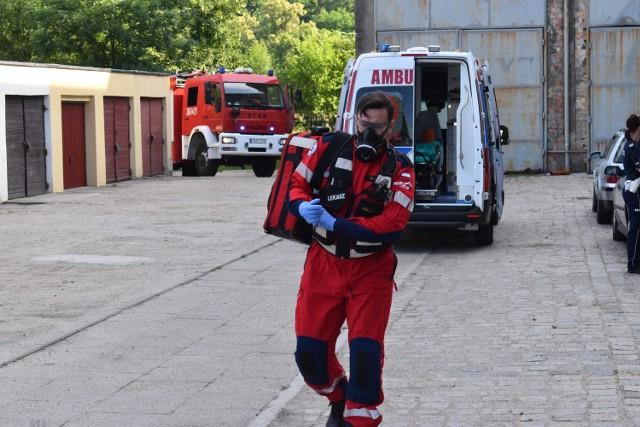 Mężczyzna skoczył z hotelu w Krośnie Odrzańskim. Ratownicy reanimowali go przez prawie godzinę.