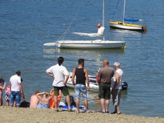 Sporo osób spędza lato nad Jeziorem Mucharskiem. Tłok sprzyja kłótniom, czasem robi się nerwowo