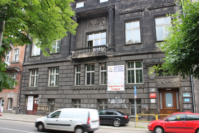 Budynek MDK nr 1 w Bytomiu przejdzie niebawem metamorfozę. Zobacz kolejne zdjęcia. Przesuwaj zdjęcia w prawo - naciśnij strzałkę lub przycisk NASTĘPNE >>>