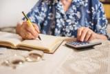 Tyle wyniesie emerytura w 2022 roku? Są nowe wskaźniki waloryzacji. Sprawdź, o ile wzrośnie Twoja emerytura