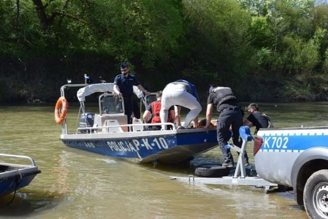 Poszukiwania prowadzili policjanci z Dębicy i z Rzeszowa