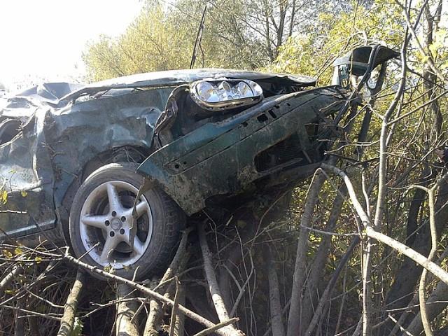 Wypadek w Jabłonicy Ruskiej. 19-latek rozbił cudze auto