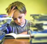 Rzecznik Praw Dziecka zwraca uwagę na to, że uczniowie mają zbyt wiele zadań domowych