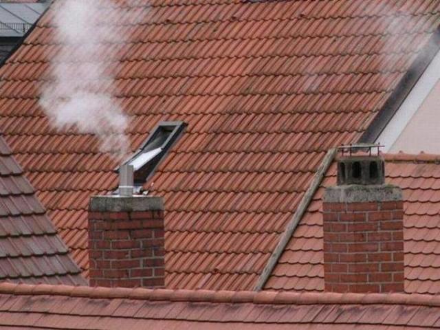 Pożar sadzy w kominie może być niebezpieczny dla domowników