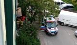 Wypadek w Staszowie. Mężczyzna spadł z rusztowania. Służby ratunkowe w akcji