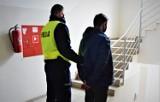 Policjant po służbie zatrzymał poszukiwanego listem gończym. Jak gdyby nigdy nic, robił zakupy w sklepie