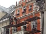 Montują rusztowanie - Chcą się dostać na dach