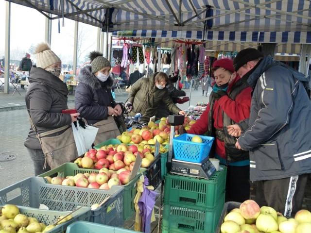 Pierwsze targowisko miejskie w Zduńskiej Woli tym roku. Jakie są ceny?