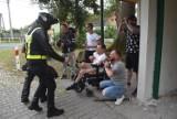 Sznur samochodów i motocykli przejechał przez Pław. Wszyscy trąbili dla niepełnosprawnego Marcina z przystanku autobusowego
